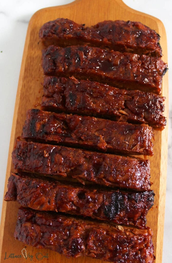 """Long board with sliced vegan """"ribs"""" made of jackfruit seitan and grilled"""